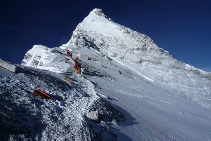 поднялся на Эверест и…